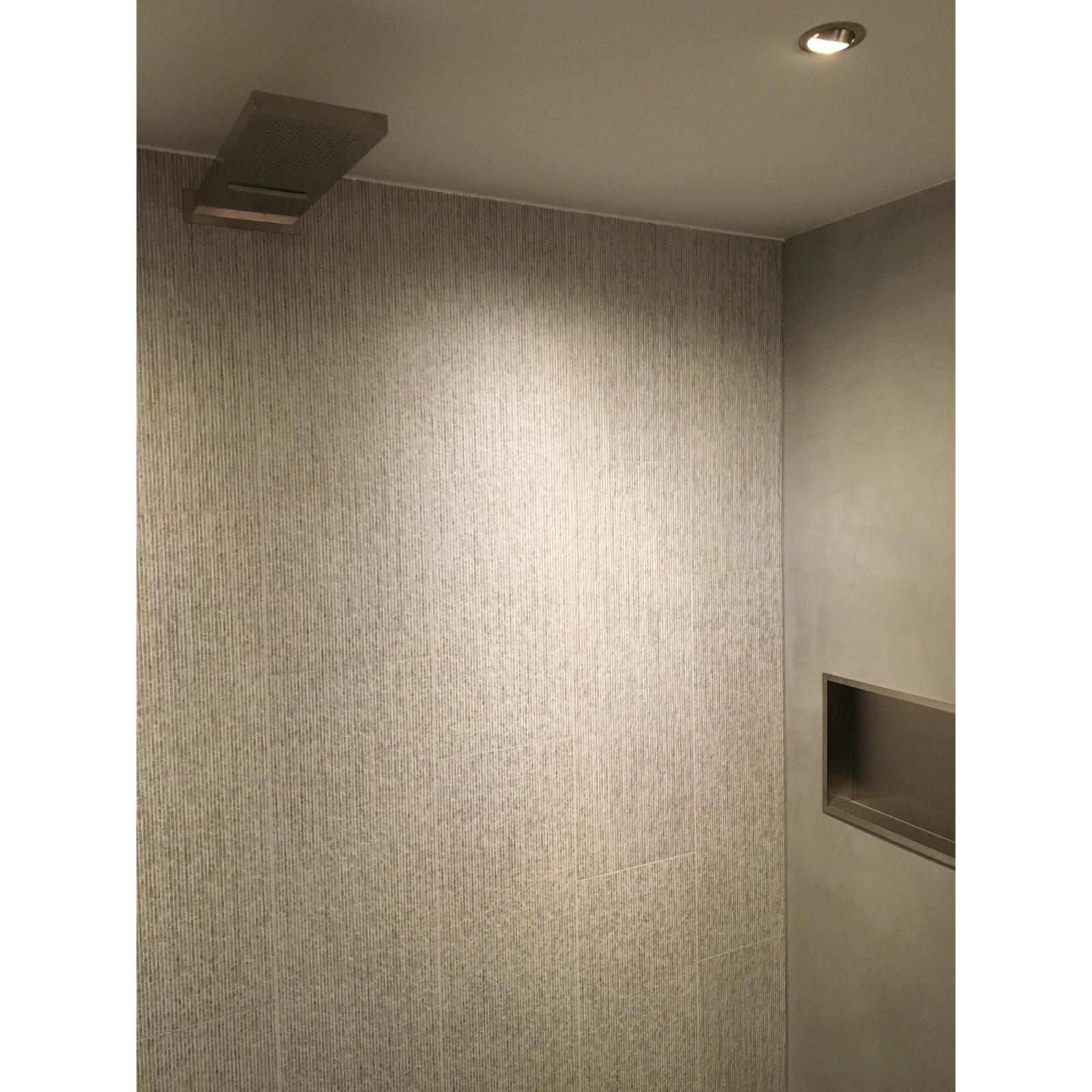 badkamer verbouwing, renovatie, amsterdam, tuijps, beton cire, porcelanosa, la fabricca, verlaagd plafond, stucen, led spotjes