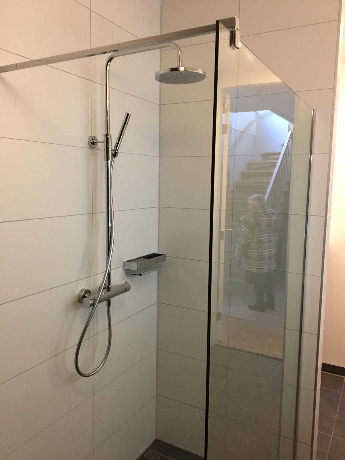 badkamer, toilet, tuijps, tegelzetters, installatie, loodgieters, montage, betonlook, sanitair, nieuwbouw, casco, amsterdam, zeeburg, volendam, aannemers